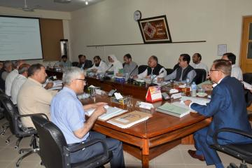 01-VC KMU Prof. Dr. Arshad Javiad Chairing 28th Meeting of the Syndicate (Custom)1526627720.JPG