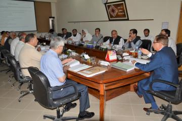 02-VC KMU Prof. Dr. Arshad Javiad Chairing 28th Meeting of the Syndicate (Custom)1526627720.JPG