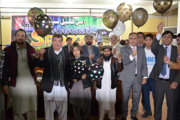 04.Former World Squash Champion Qamar Zaman and VC KMU Prof Dr Arshad Javed along with others during Inaugural Ceremony of KMU 3rd Sports Gala 2017 (Custom)1513065080.JPG