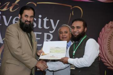 Director KMU -IPH&SS recieving HEC best Teacher award from Fedral Minister for Educaiton & Professional Training Eng. Baligh ur Rehman1520322112.JPG
